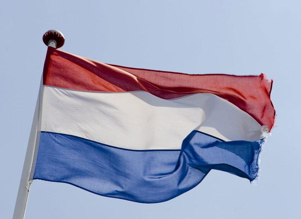 Флаг и герб Нидерландов