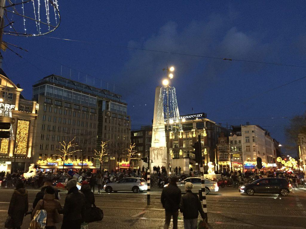 Площадь Дам