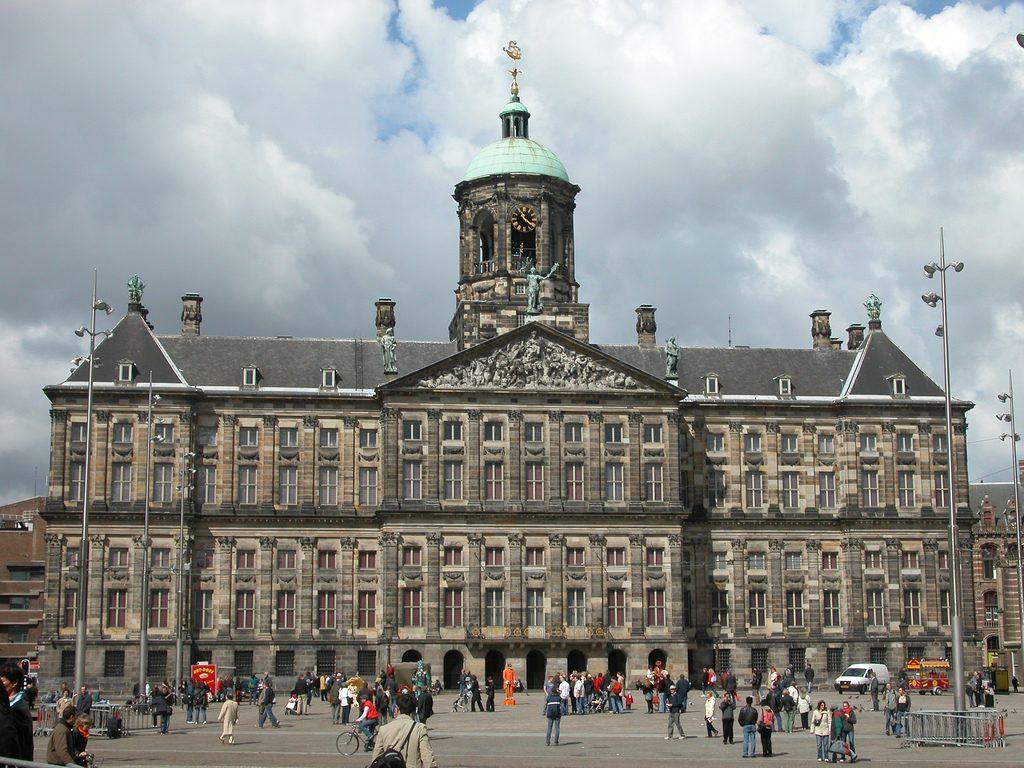 В Амстердаме Королевский дворец